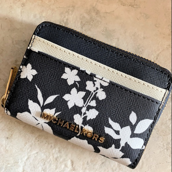 98cb807c0dbf Michael Kors Bags | Carryall Mini Wallet Card Case Floral | Poshmark